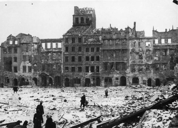 Old_Town_Warsaw_waf-2012-1501-31(1945)